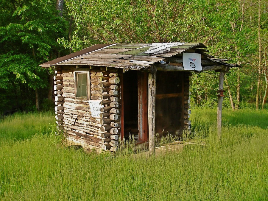 Abandoned sleeping cabin tiny house swoon for Micro log cabins