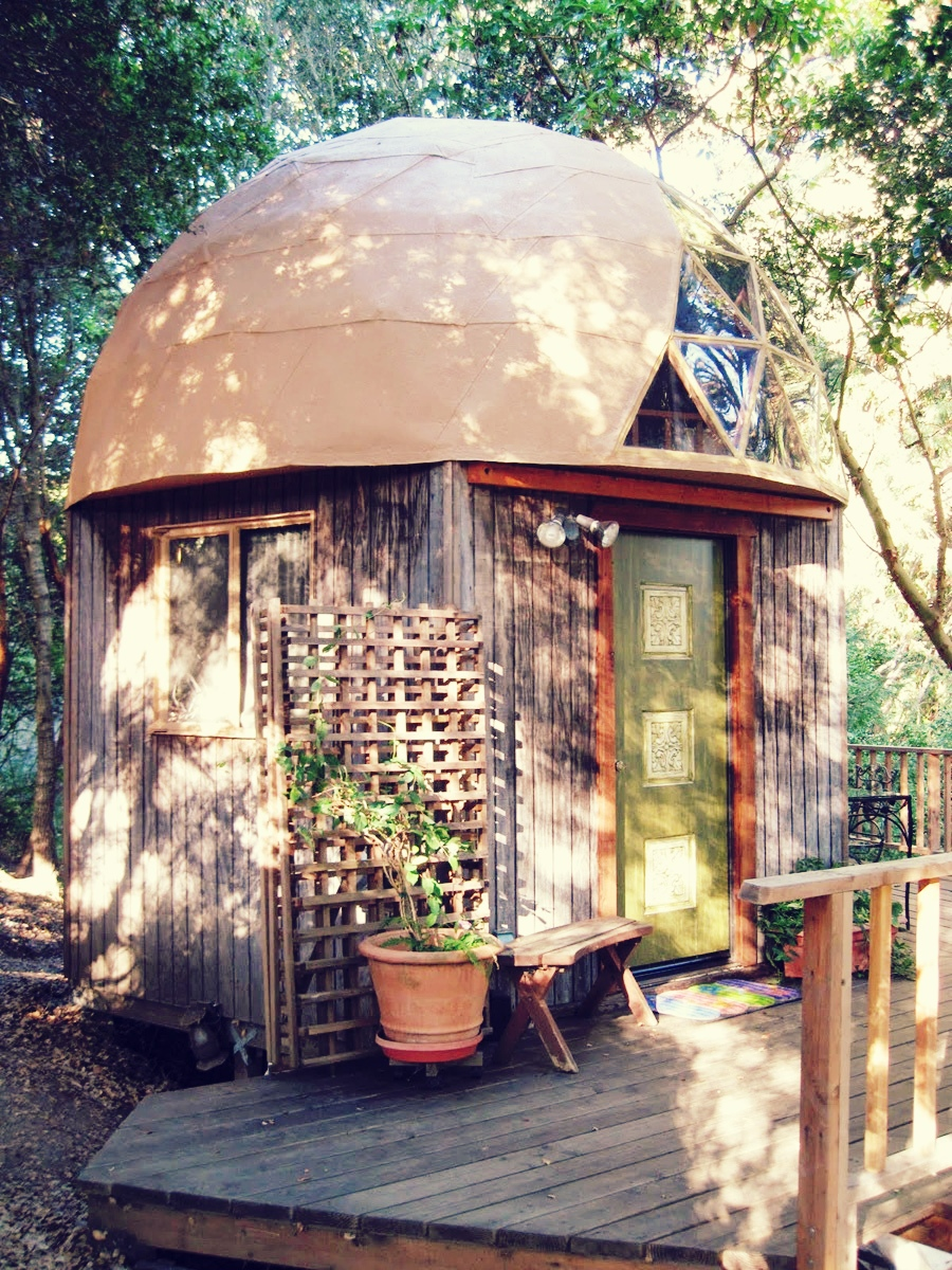 http://tinyhouseswoon.com/wp-content/uploads/2012/03/mushroom-dome-cabin-1.JPG