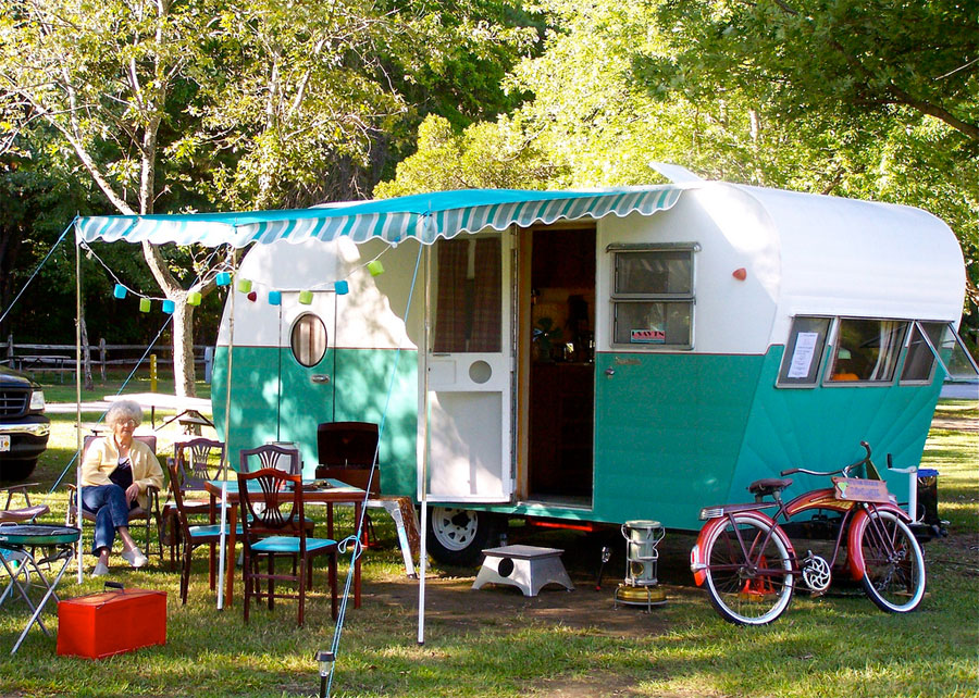 Vintage Travel Trailer Tiny House Swoon