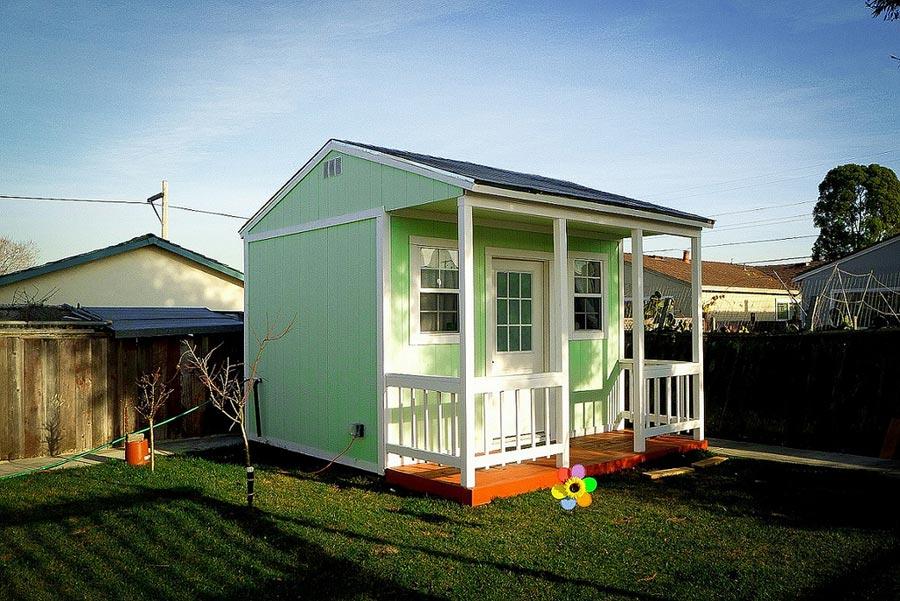 Tiny house parked in backyard. - Backyard Tiny House Tiny House Swoon