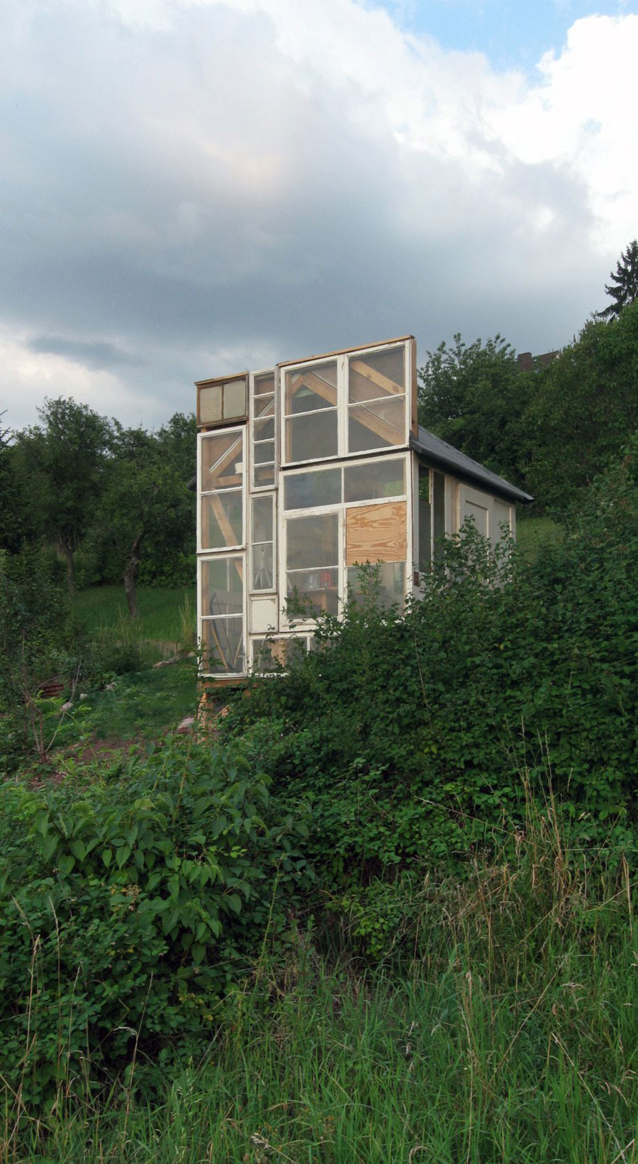 tiny-garden-house-3