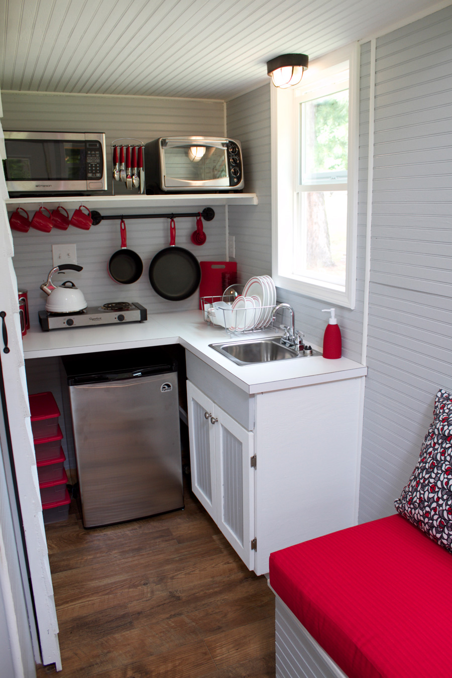 Reed tiny house tiny house swoon for Kitchenette layout ideas