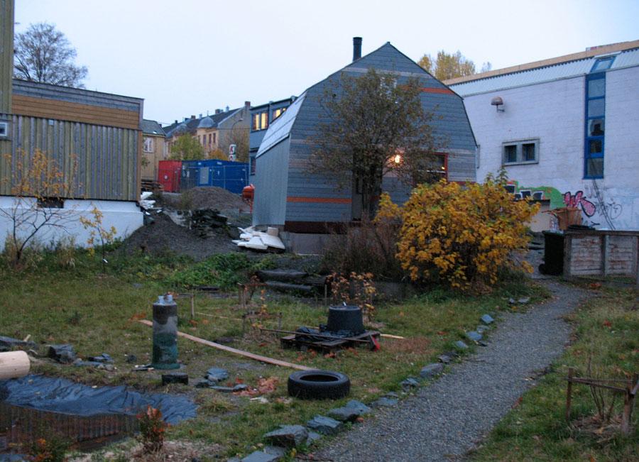 eco-pallet-house-1