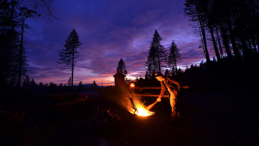 Heating up the night - Camp Fire