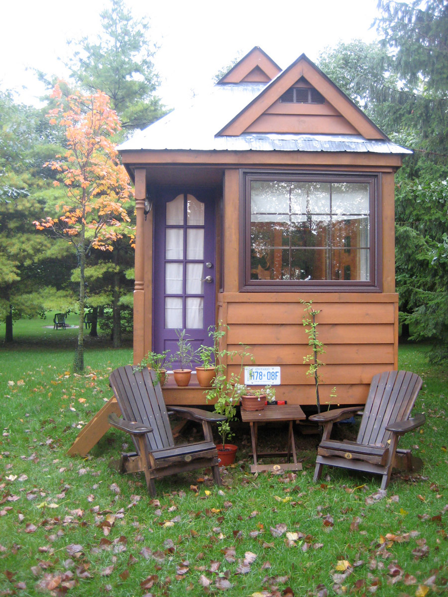 Our wee house tiny house swoon for Small backyard cabin