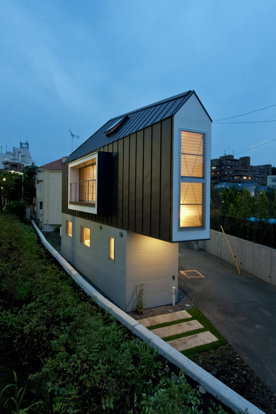 narrow-tiny-house-1