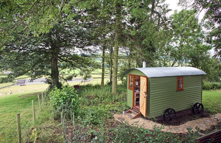 yorkshire-shepard-hut-1