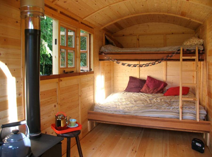 Девушка превратила строительный вагончик в мини -дом, где будет жить