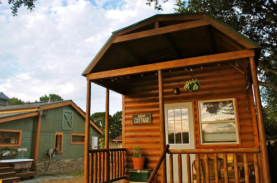 badrap-tiny-cabin-1