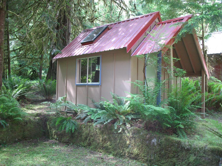 little-off-grid-home-5