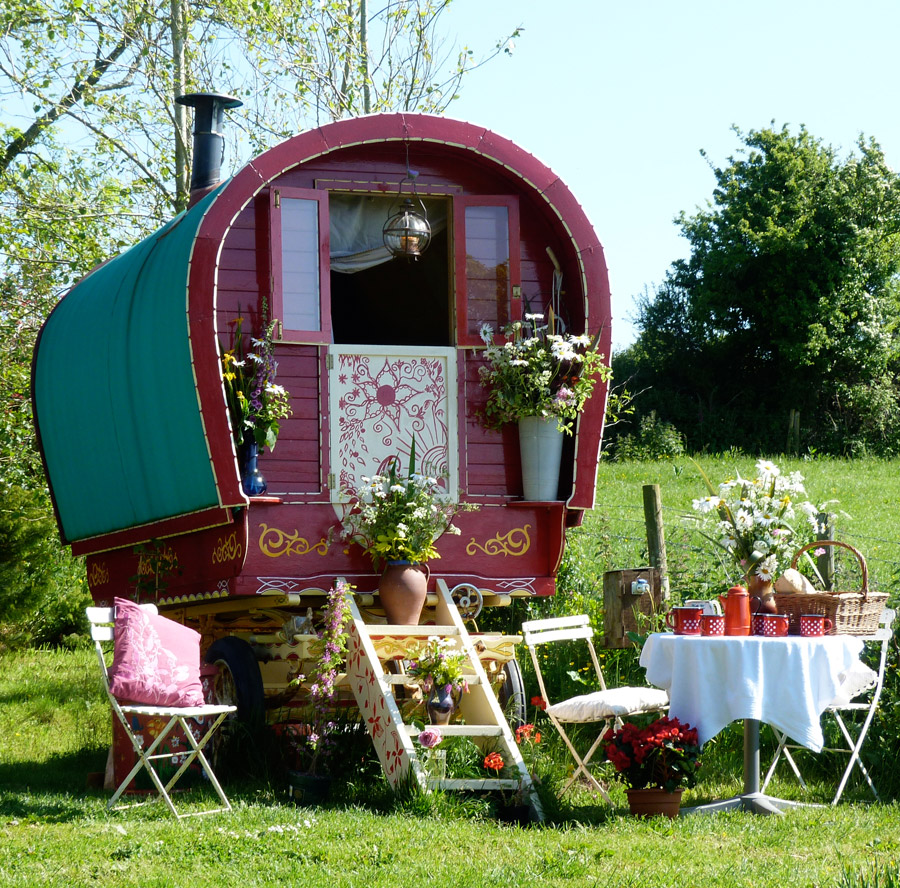 Gypsy Caravans On Pinterest Gypsy Caravan Gypsy Wagon