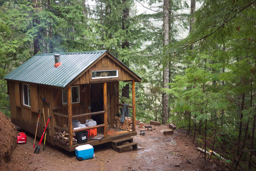 Tiny cabin in the woods tiny house swoon for Building a small cabin in the woods