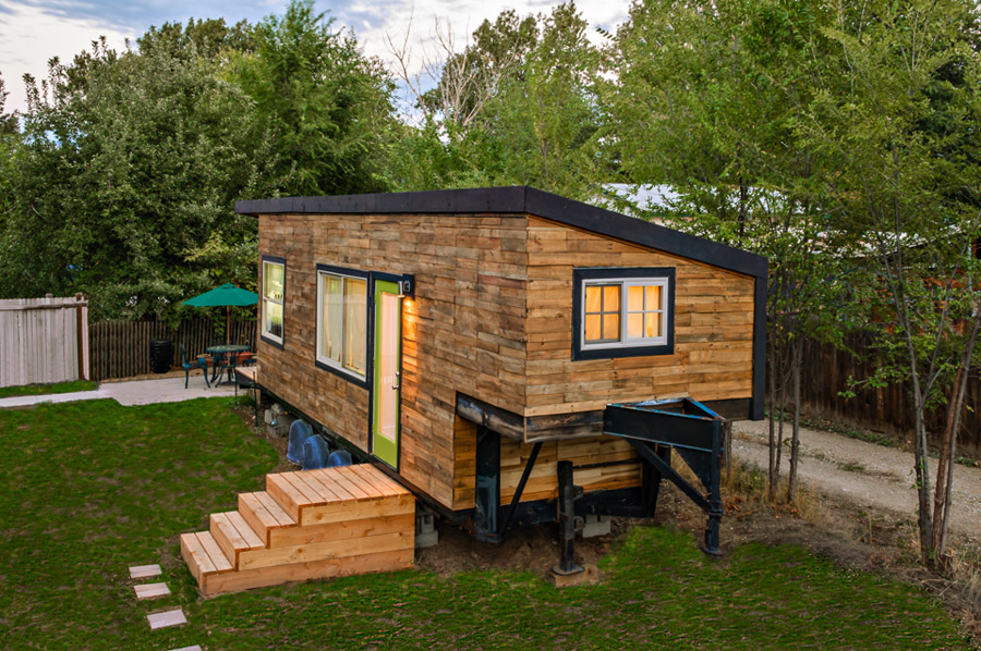 Minimotives tiny house tiny house swoon for Building a house in idaho