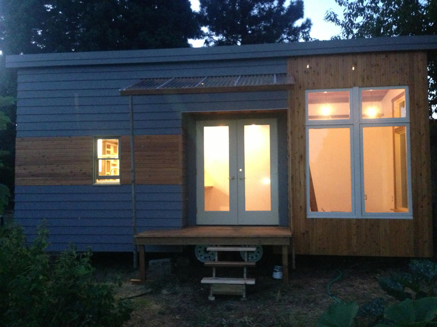 Rustic modern tiny house tiny house swoon for Contemporary tiny house