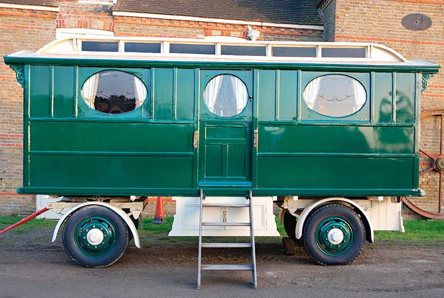 showmans-living-van-5