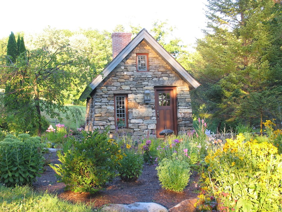 Stone thoreau cabin replica tiny house swoon for Small stone cabin