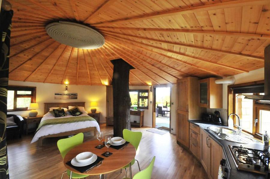 Inside Huge Houses bensfield treehouse – tiny house swoon