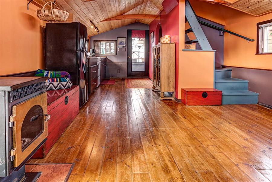 Haida Houseboat Tiny House Swoon