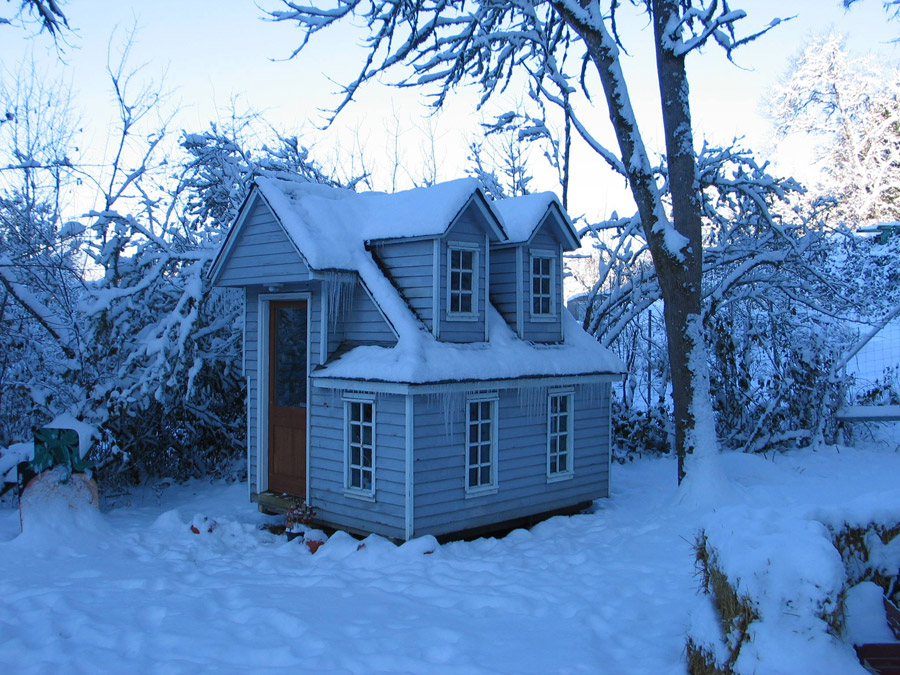 kids-tiny-house-1