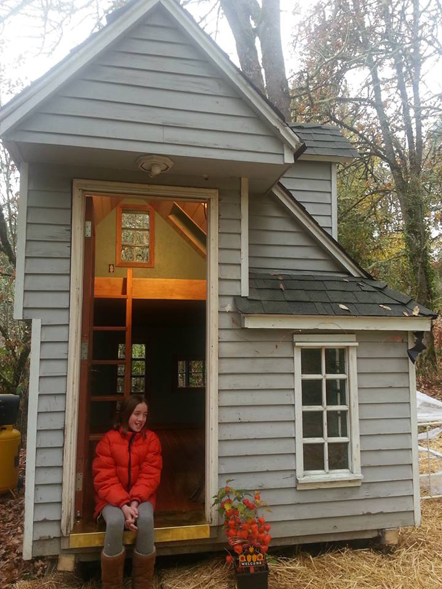 Kid s tiny house tiny house swoon for The smallest house