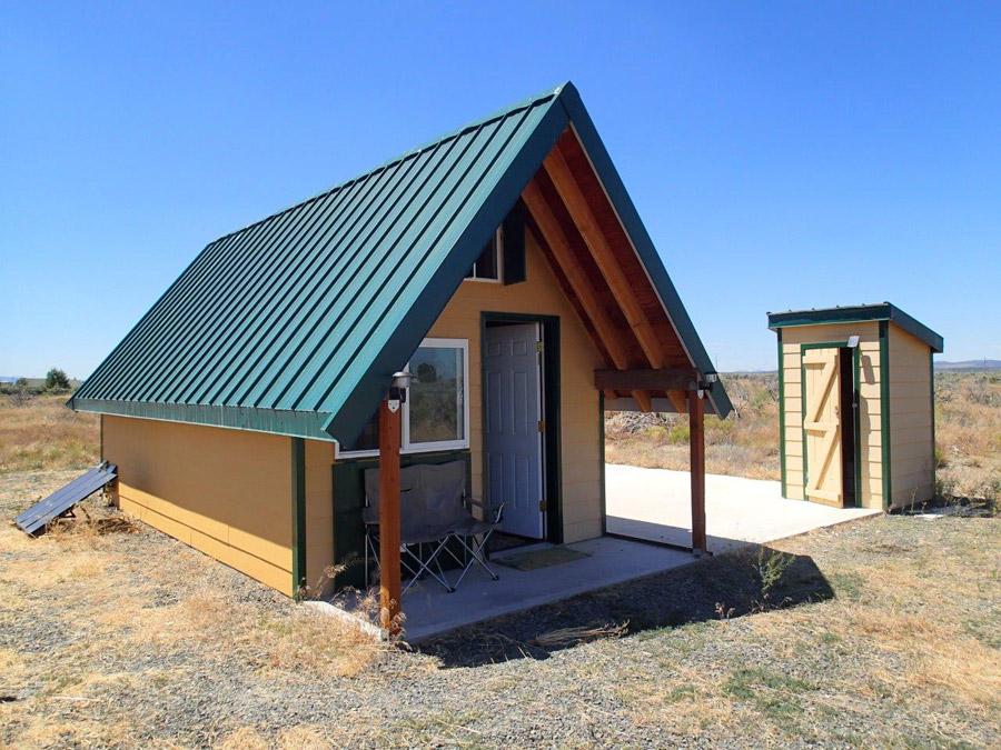andrews-desert-tiny-cabin-1