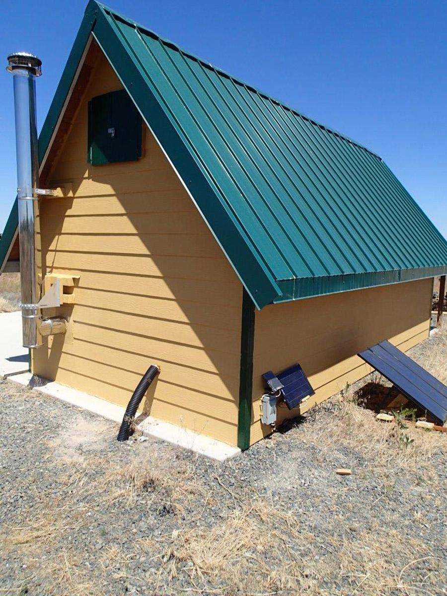 andrews-desert-tiny-cabin-5