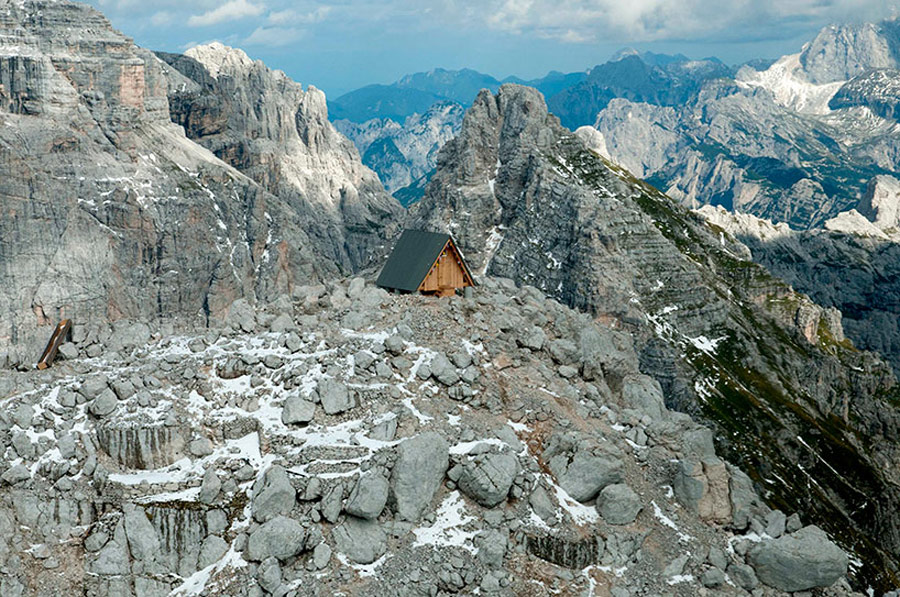 mountaintop-cabin-giovanni-pesamosca-8