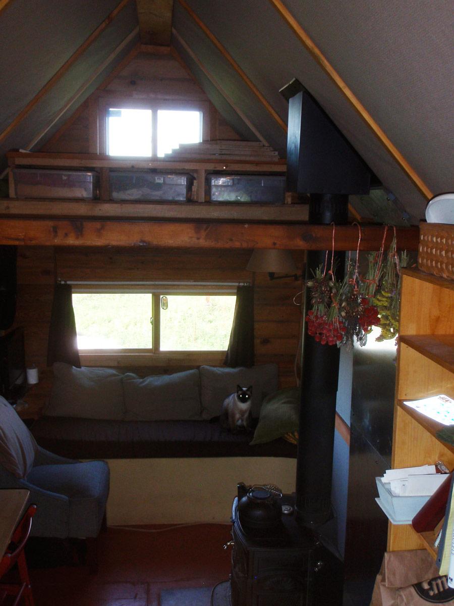 snug-tiny-house-4