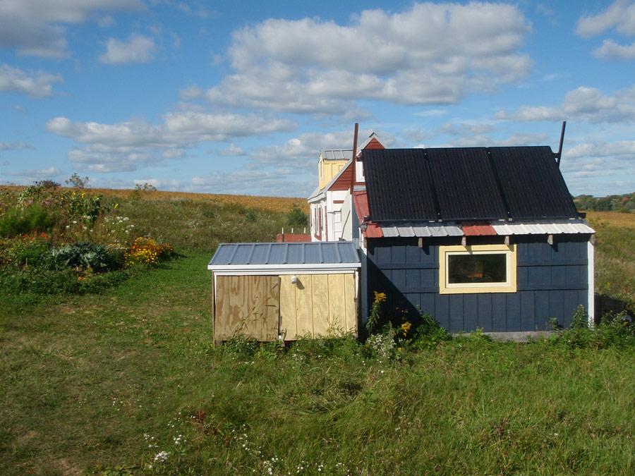 snug-tiny-house-5