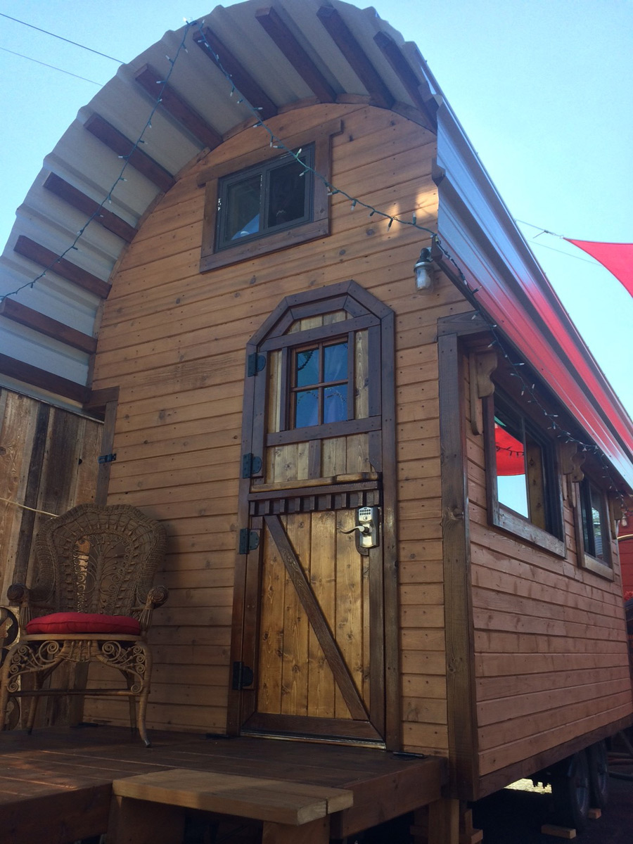 roly-poly-tiny-house-hotel-1