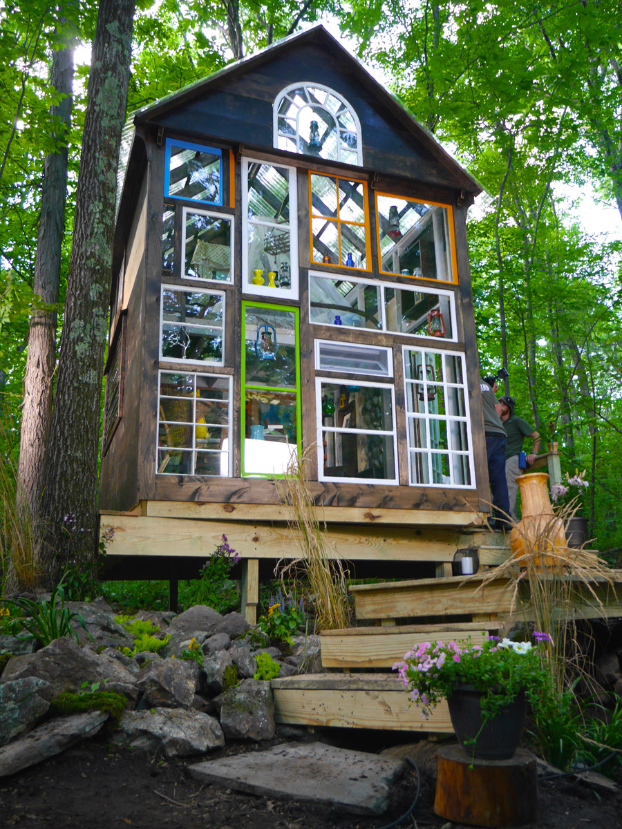 The glass house tiny house swoon for Building a small cabin in the woods