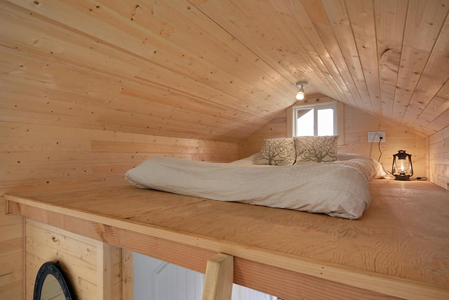 cabin-in-the-woods-tiny-living-10