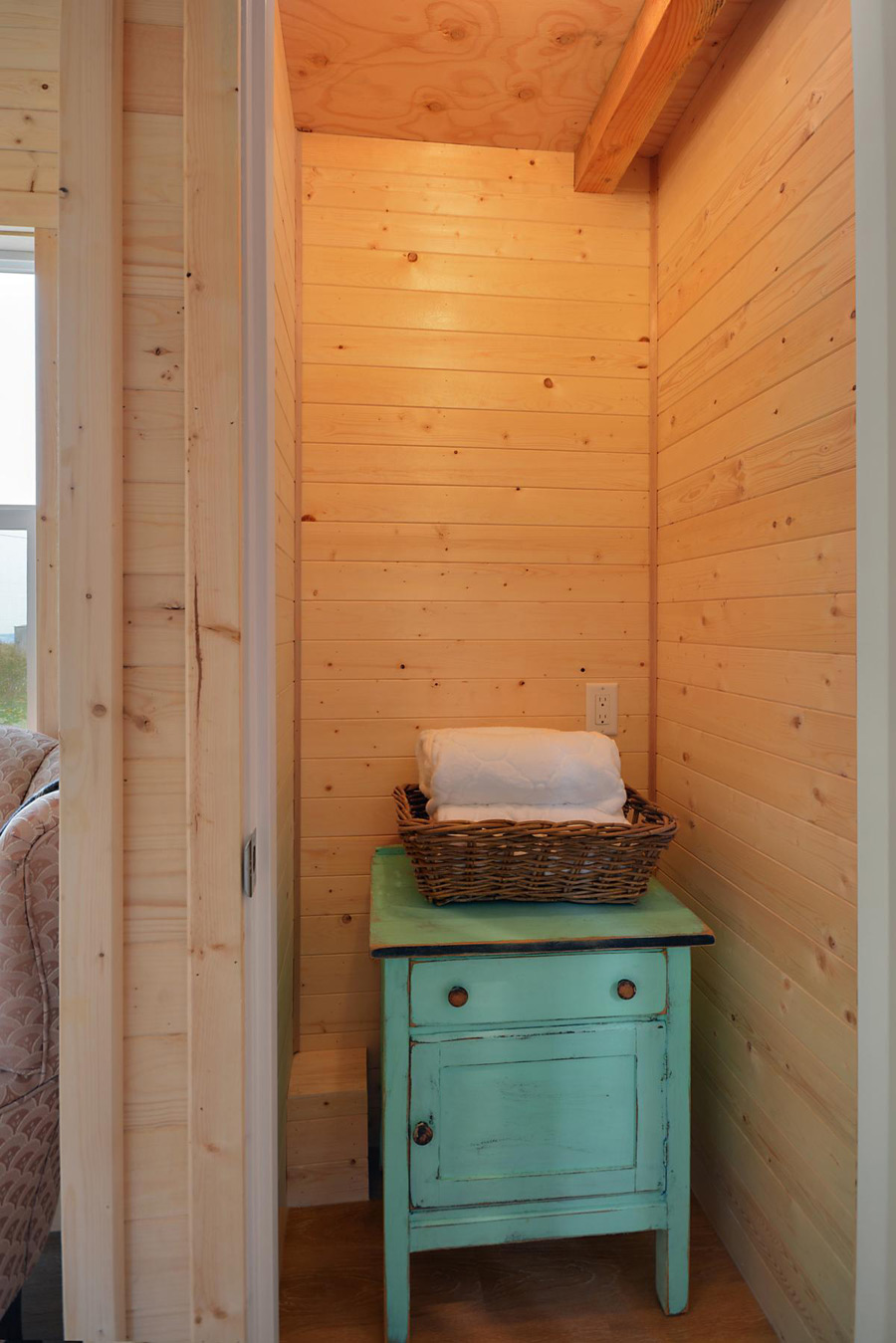 cabin-in-the-woods-tiny-living-4