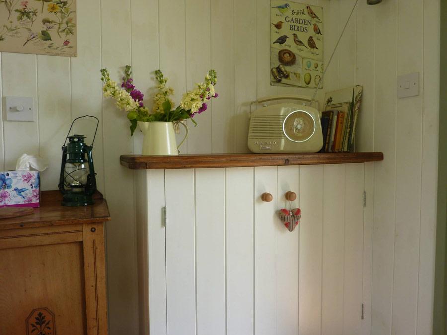 kingfisher-hut-rushy-meadows-2