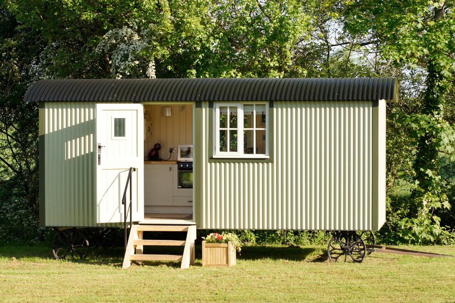 the-wall-bed-hut-riverside-shepherd-hut-9