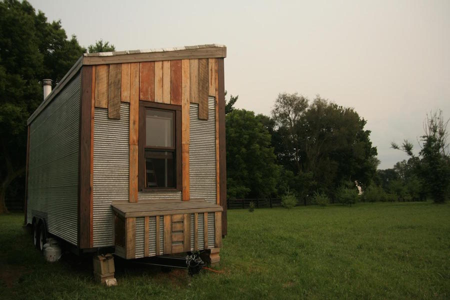 tiny-oakhurst-farmhouse-1