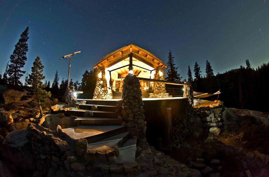truckee-off-grid-cabin-1