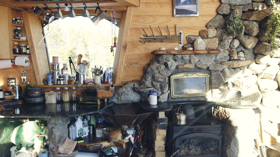 truckee-off-grid-cabin-6