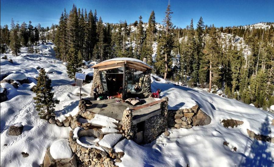 truckee-off-grid-cabin-8