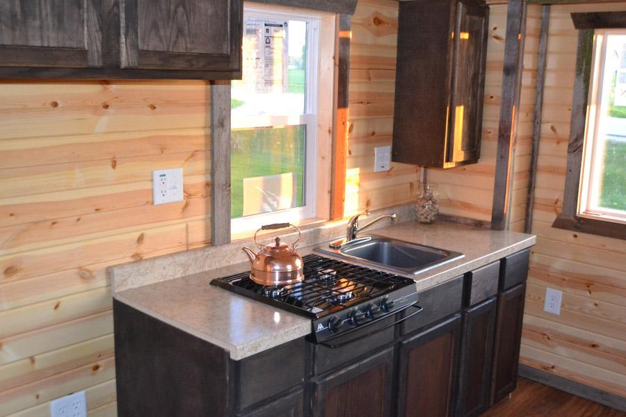 tiny-log-cabin-2
