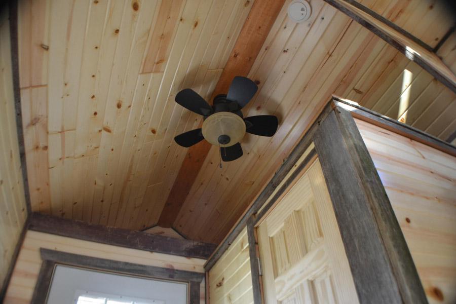 tiny-log-cabin-3