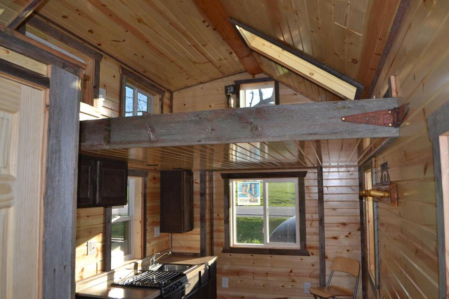 tiny-log-cabin-5
