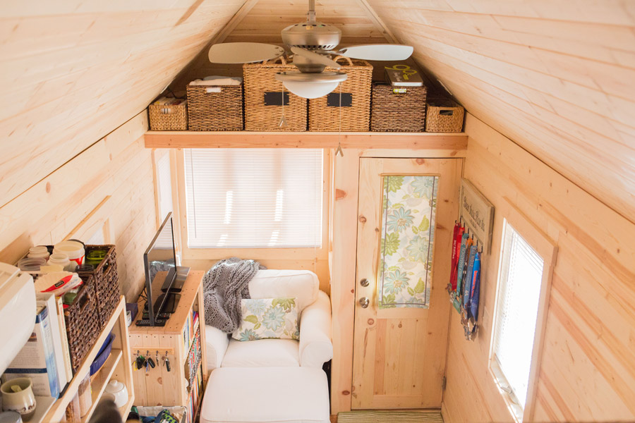 Loras Tiny House 13