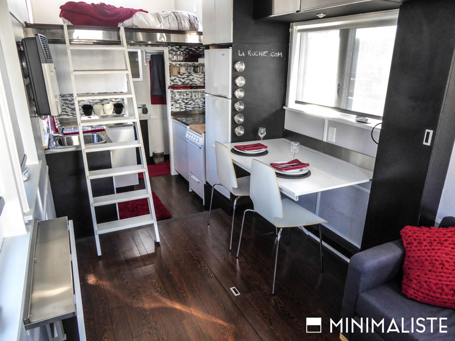 Minmaliste tiny house swoon for Minimalist house on wheels