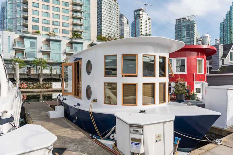 coal-harbour-floating-house-1