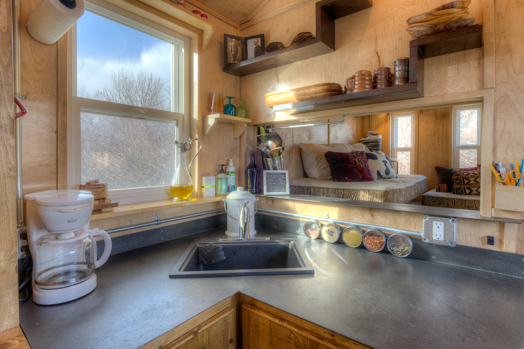 lewis-and-clarks-tiny-house-montana-6
