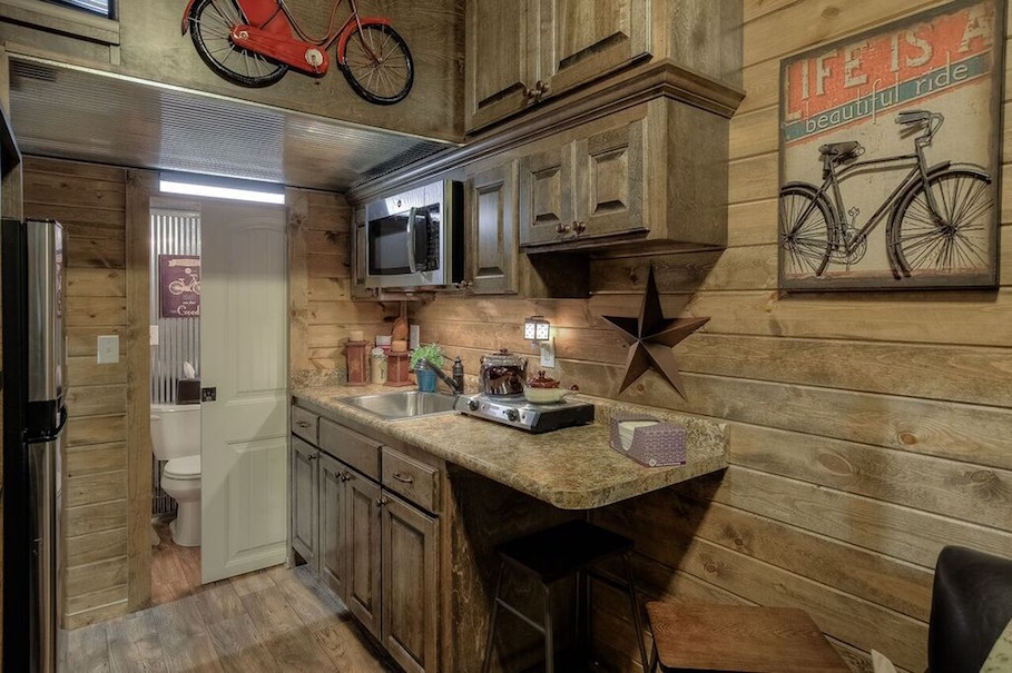 rustic-container-cabin-custom-container-living-3