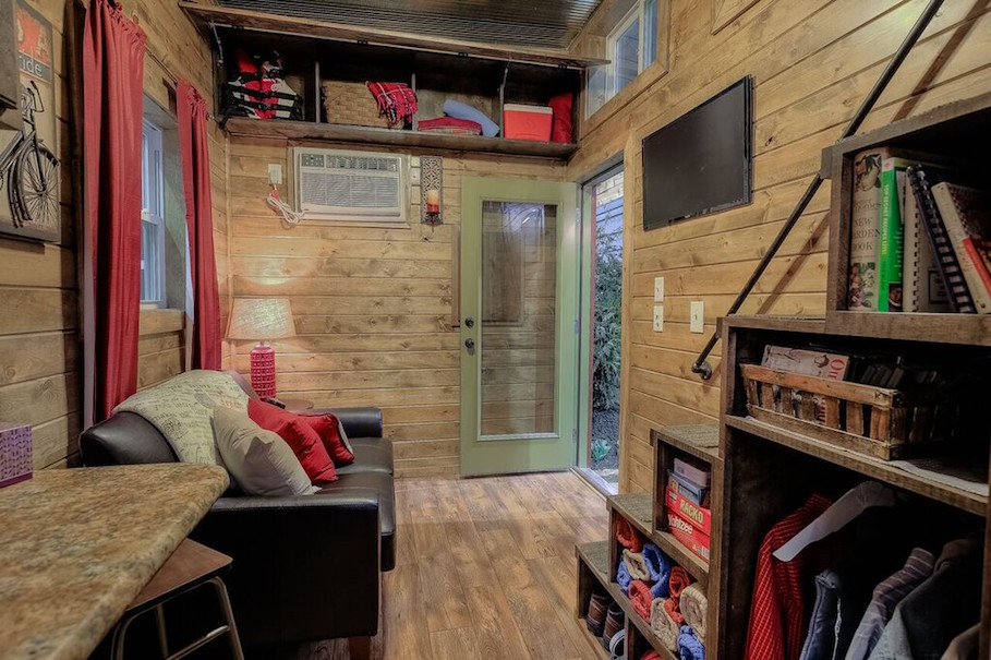 rustic-container-cabin-custom-container-living-4