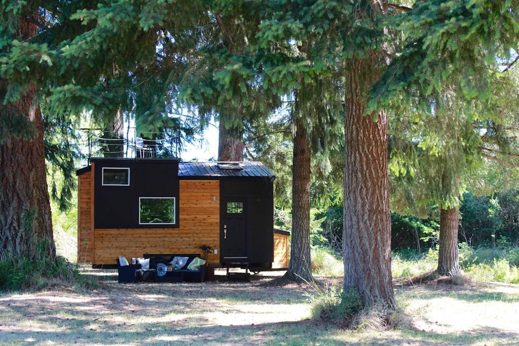Heirloom tiny homes tiny house swoon Sleek homes that are unapologetically modern