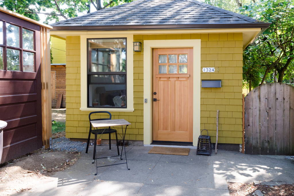 Garage tiny house tiny house swoon for Small house with garage
